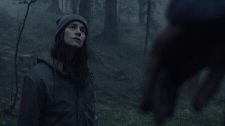觀賞陌生人來到鎮上。第 1 季第 1 集。