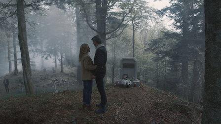 觀賞年輕女子與屍體。第 2 季第 5 集。